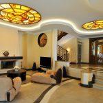 Чем оформить потолок в квартире?