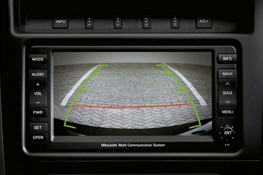 камера заднего вида в автомобиле
